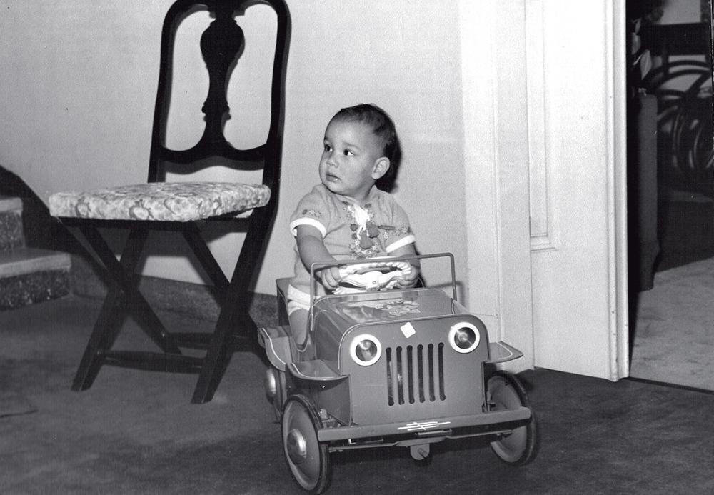 Pedro Paulo ainda garoto, pilotando em casa