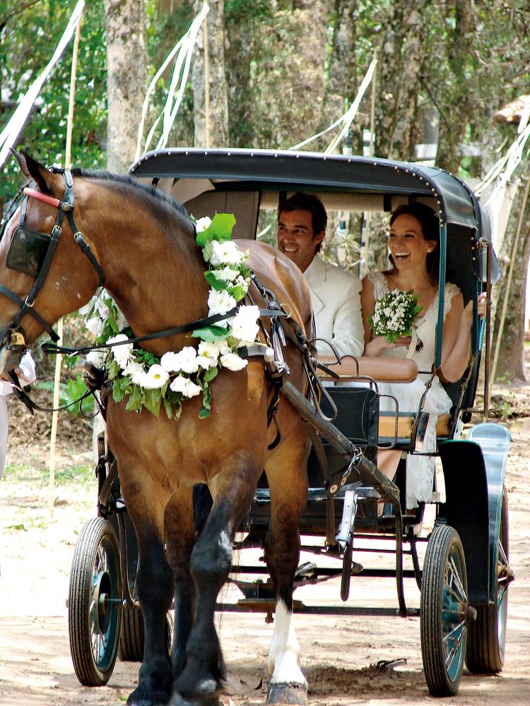 durante a cerimônia de casamento com a atriz Tatiane Floresti