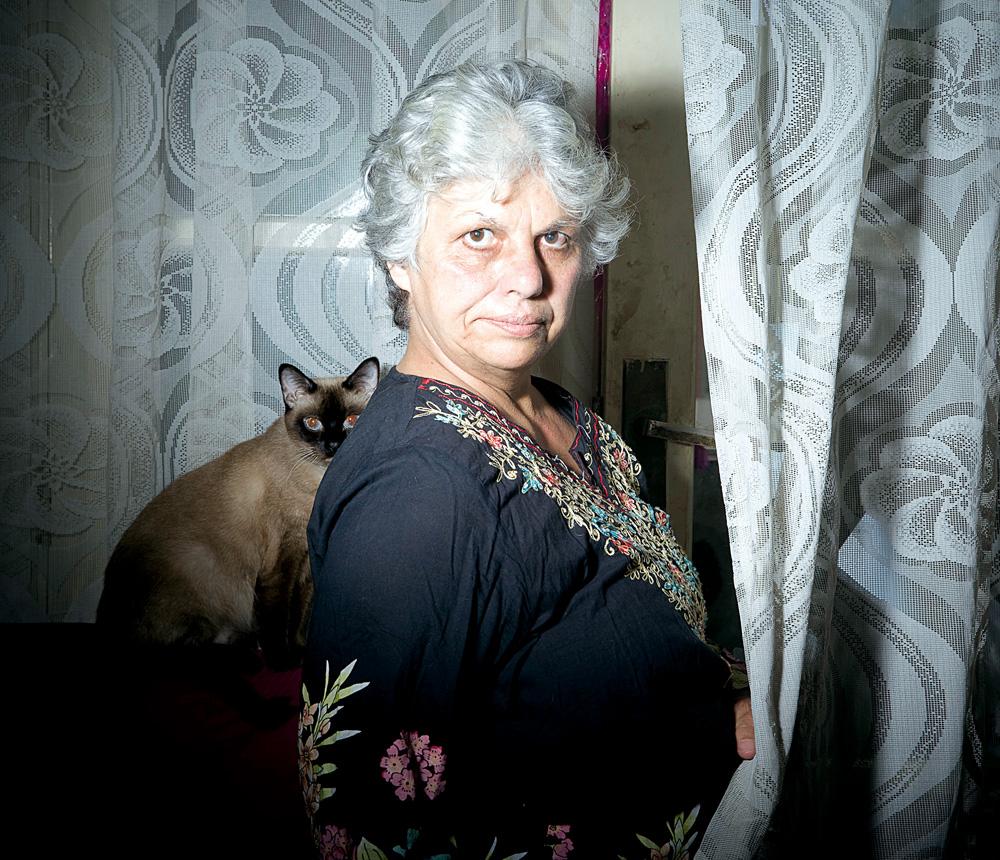 a atriz hoje, em sua casa, em São Paulo