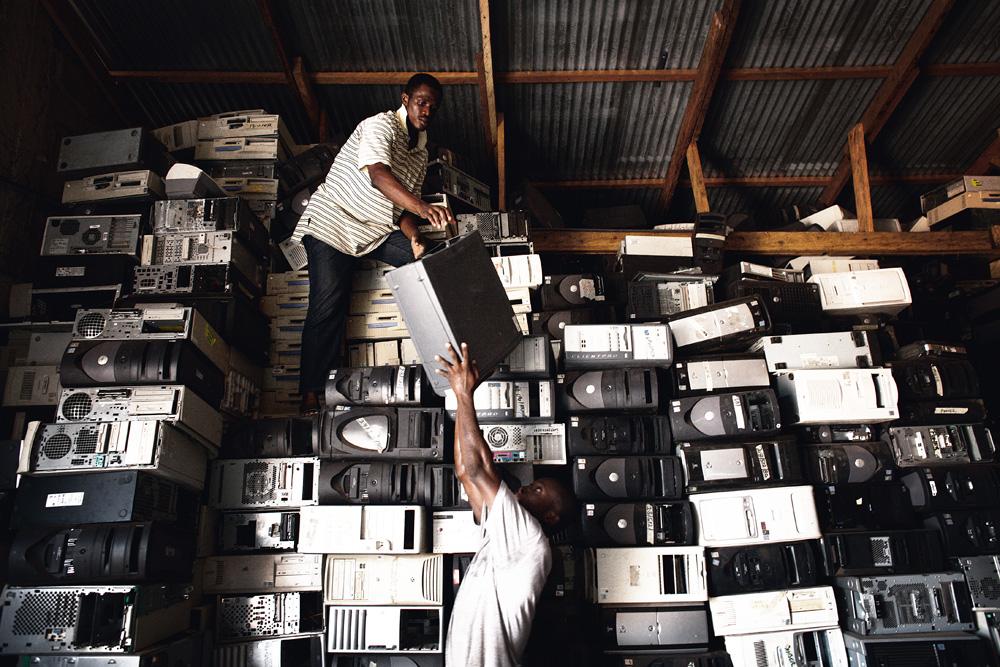 Cemitério tecnológico clandestino em Acra, em Gana: um dos destinos de todo lixo eletrônico produzido no Brasil