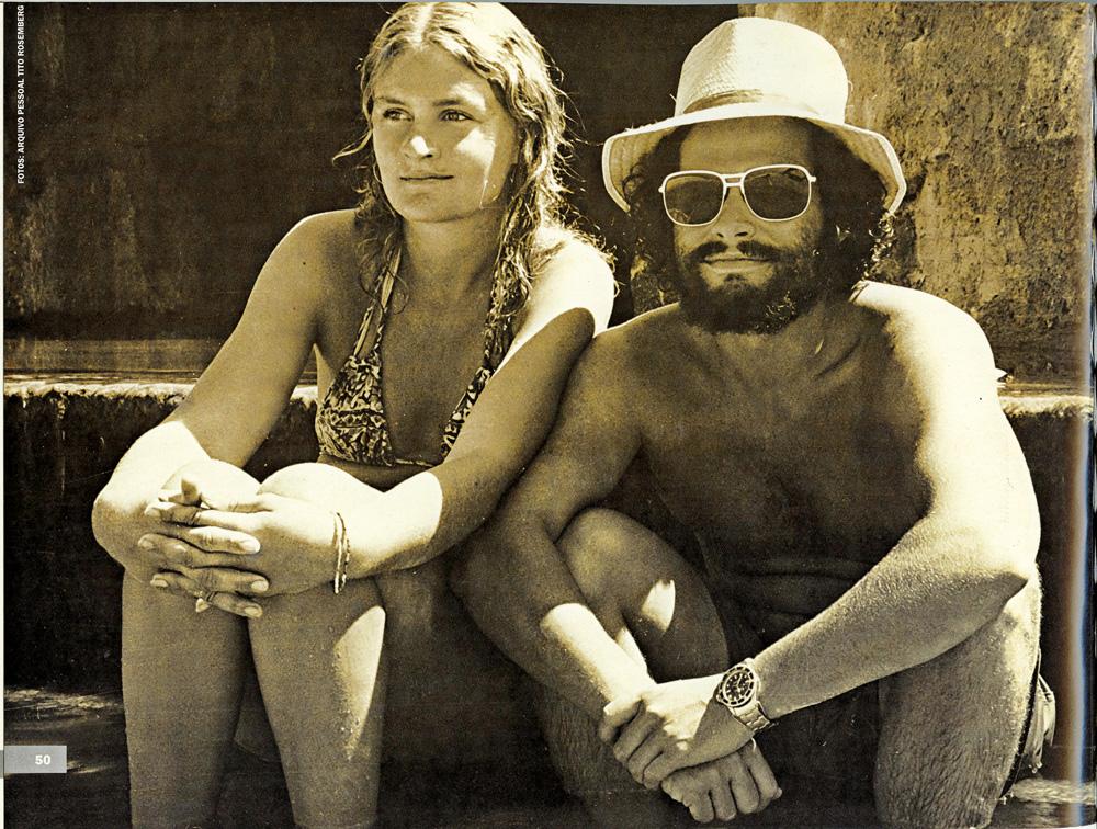 O fotógrafo Tito Rosemberg contempla o mar com a ex-esposa, Lorraine