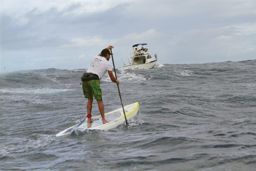 Alessandro na travessia entre as ilhas de Molokai e Oahu, no Havaí: 'Esse canal tem uma energia boa, mas também assusta'