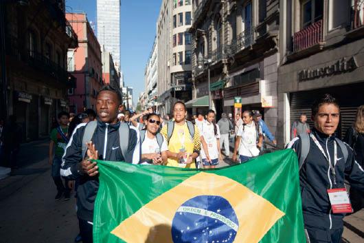 """a """"cerimônia"""" de abertura, pelas ruas da Cidade do México"""