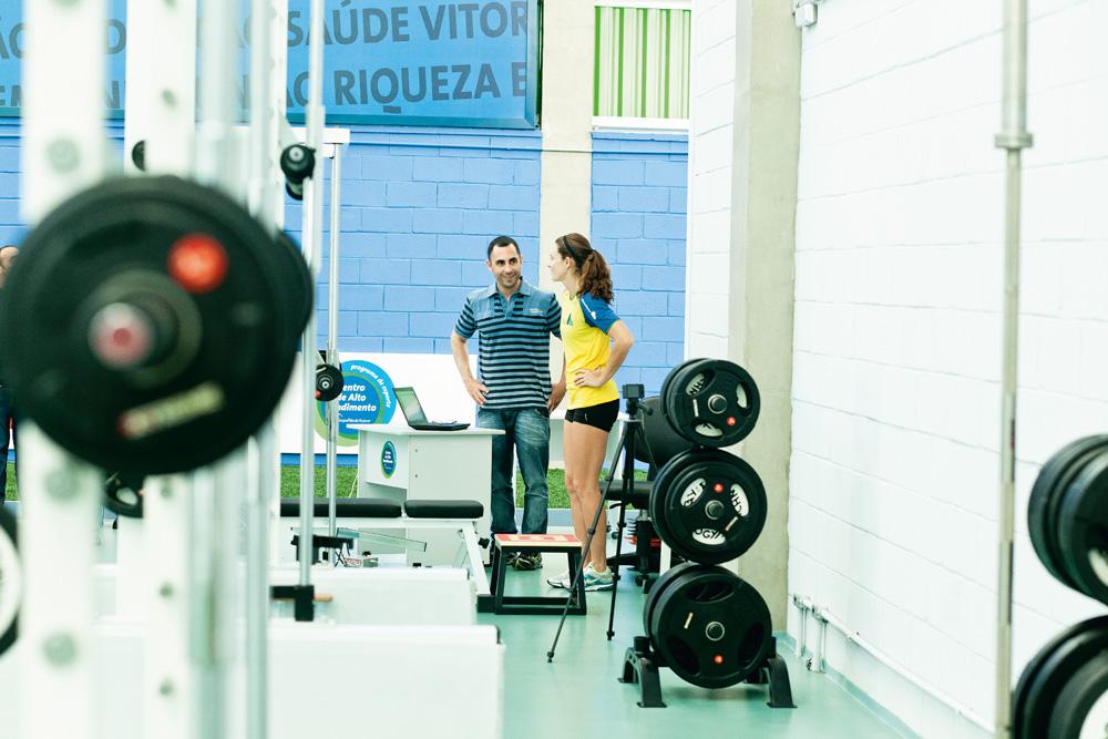 A rotina no Núcleo de Alto Rendimento, onde a campeã mundial de salto com vara Fabiana Murer é avaliada para traçar seus treinos