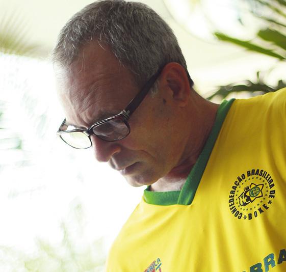 Otílio Olivé Toledo: Coordenador técnico da Confederação Brasileira de Boxe - 'Fizemos um treinamento de potência com um aparelho que mede a velocidade e a força do golpe que ajudou muito os atletas. Comparado com o que tínhamos antes é mais ou menos assim: antes a gente andava de bicicleta e agora vou de Mercedes'