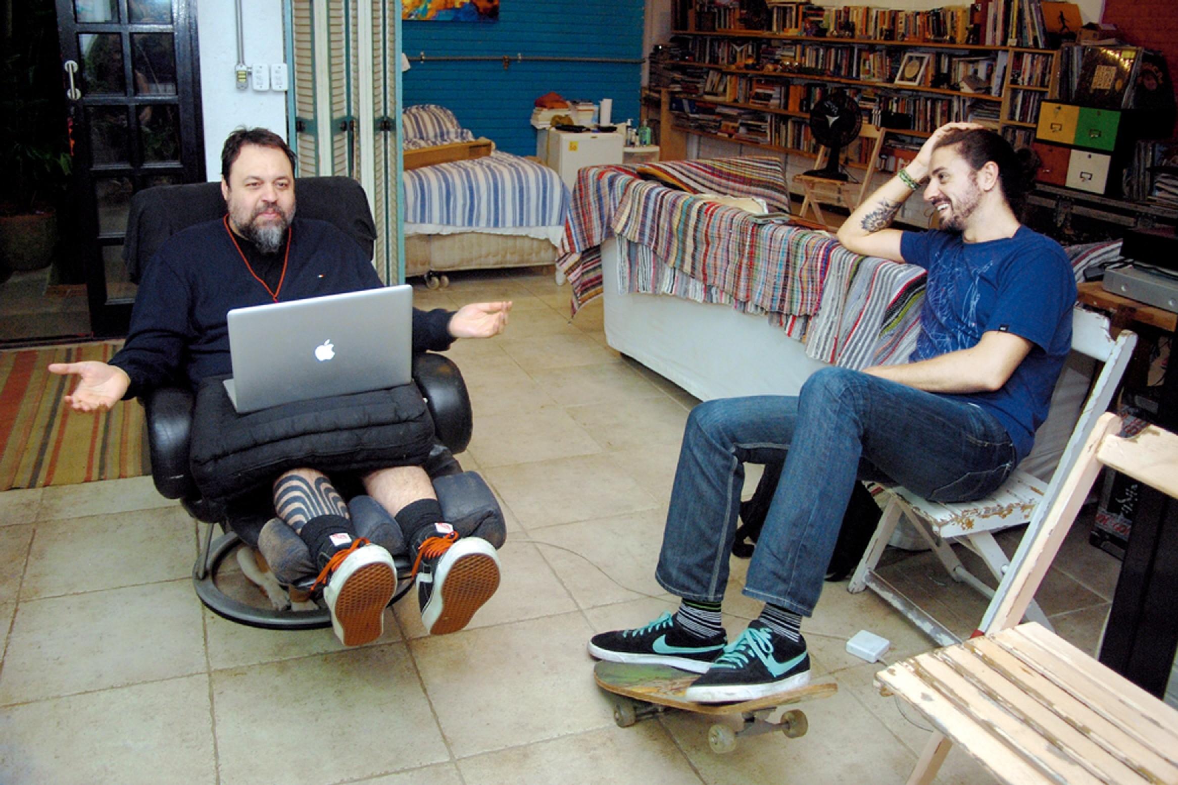 O músico Marcelo Yuka recebe Lourenço Bustani em sua casa: em busca de resultados práticos para seu laboratório de ideias