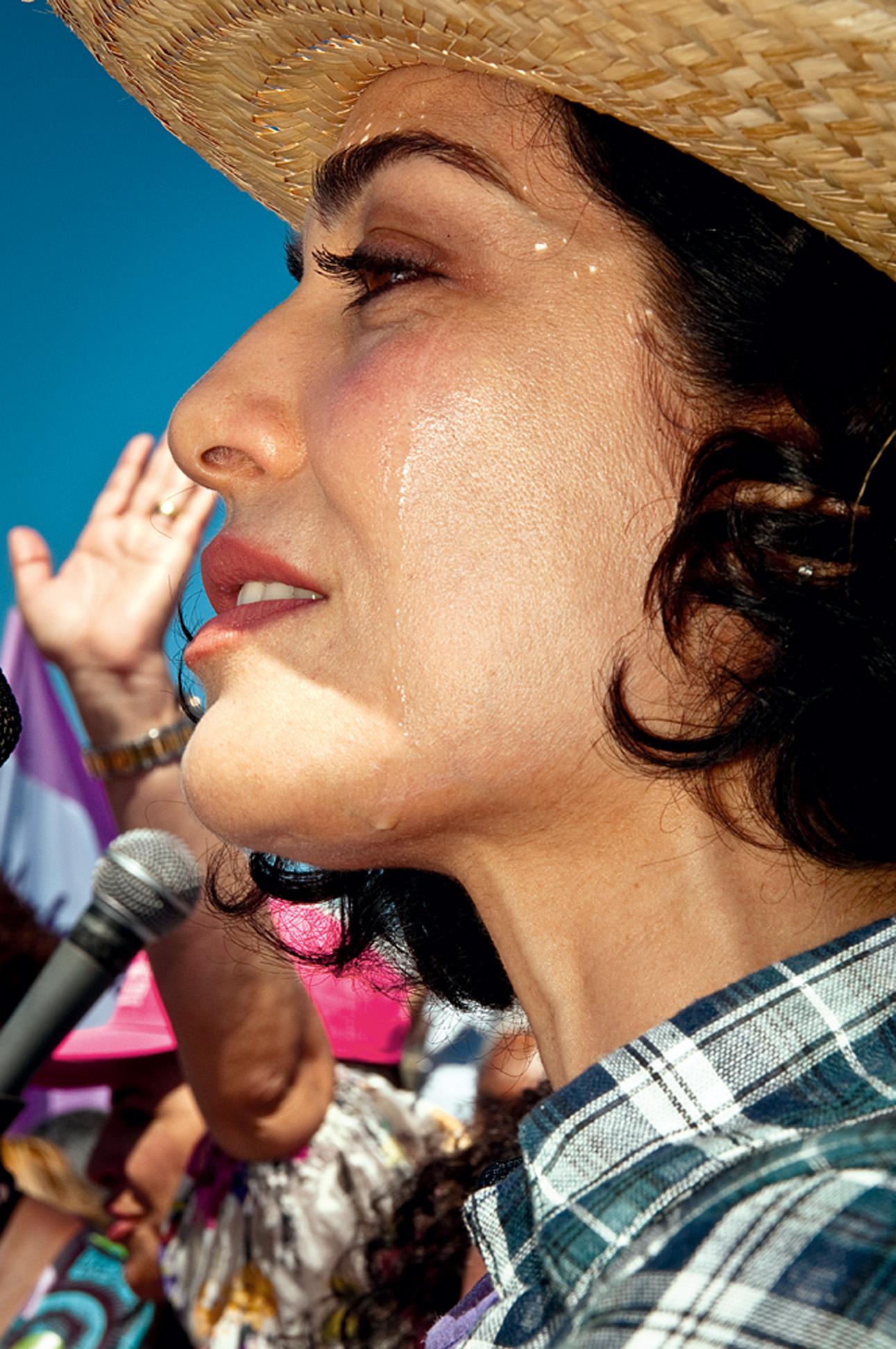 Letícia se emociona durante a Marcha das Margaridas de 2011, em Brasília: 'A condição para viver em sociedade é participar da construção dela'