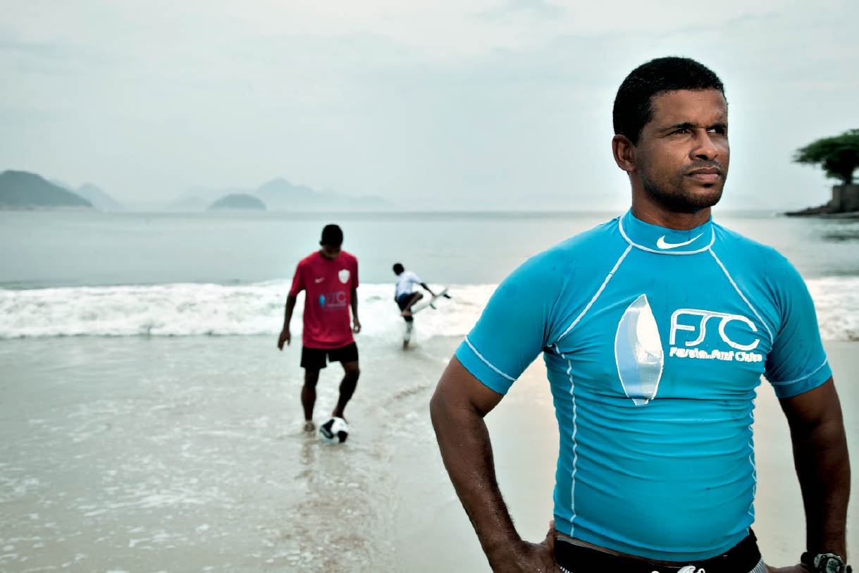 Denilson Thyola: surfista, 39 anos - Fundador do Favela Surf Clube, que atende jovens de comunidades carentes cariocas