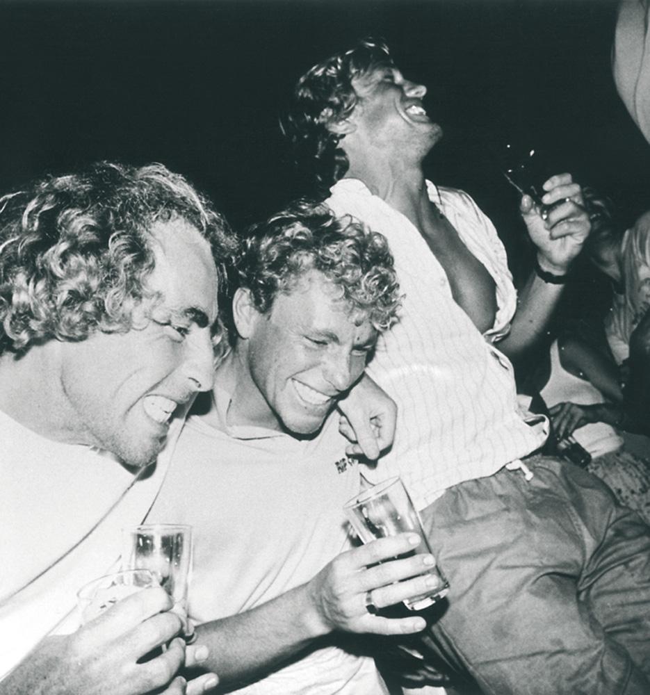 Os dois irmãos em uma festa, em 1985
