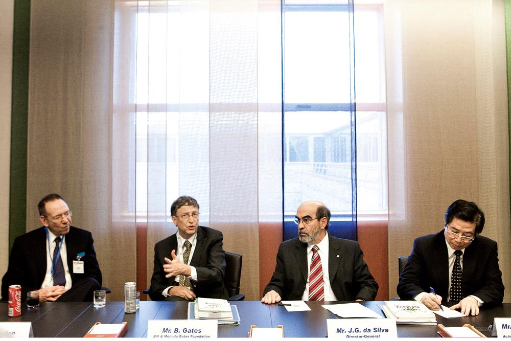 José Graziano (de barba, ao lado de Bill Gates), em 2011