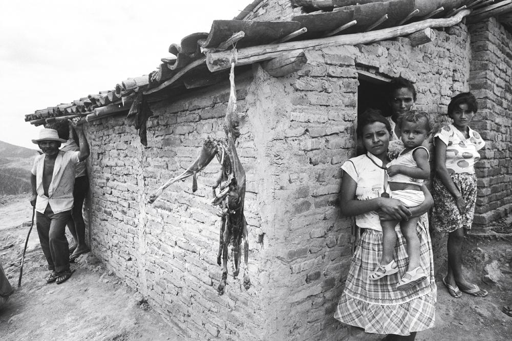 Família de Canudos, sertão da Bahia, em imagem de 1997 do fotógrafo veterano Evandro Teixeira