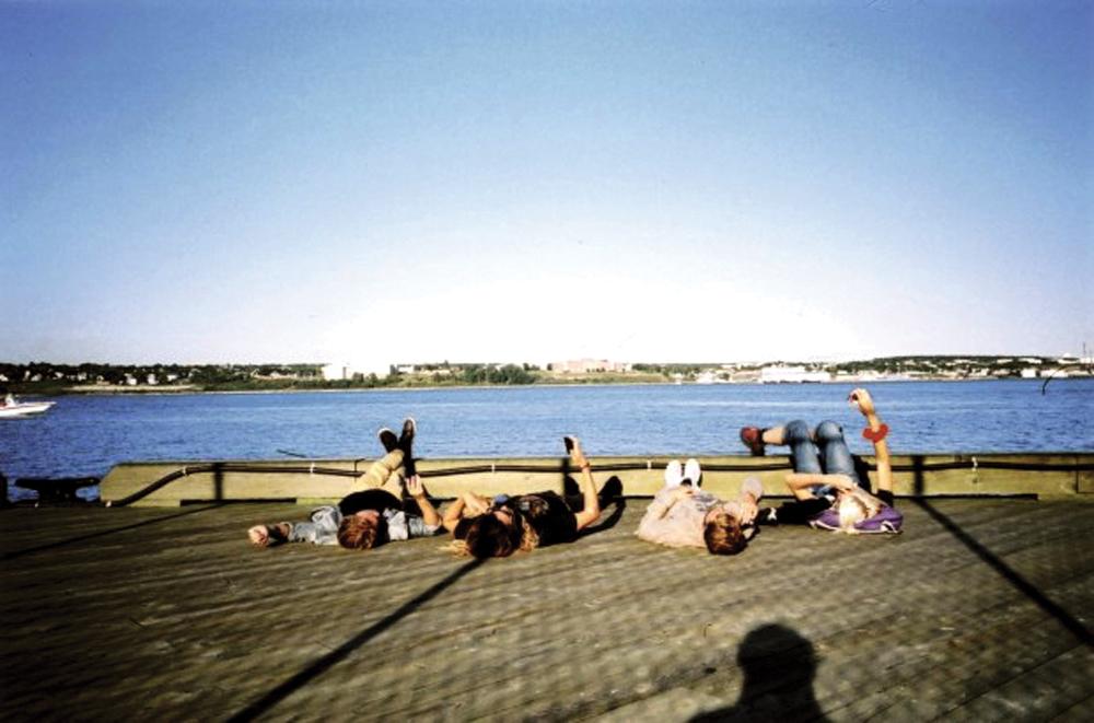 Imagens prosaicas de seu cotidiano e dos amigos são publicadas regularmente no blog do surfista