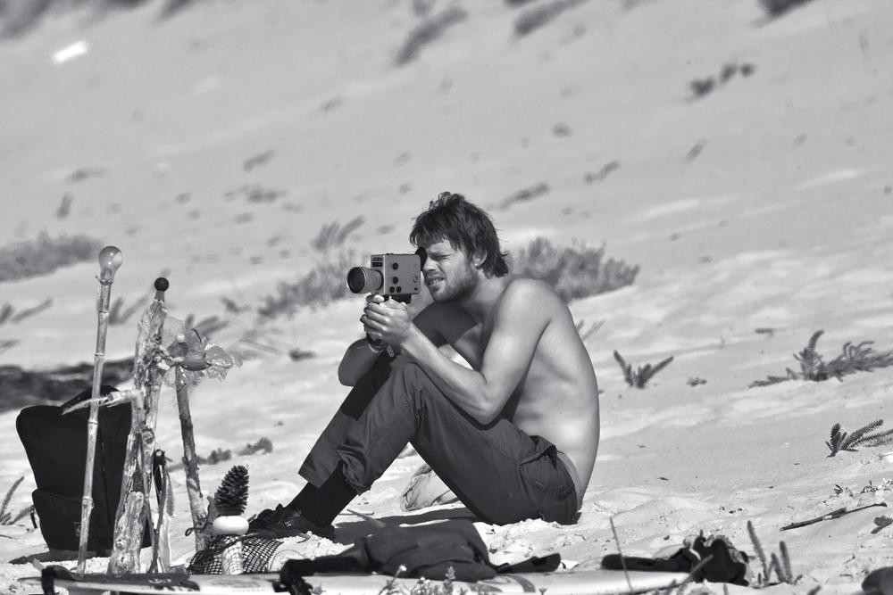 Com a câmera na mão, registrando a vida simples que leva em Ventura, na Califórnia