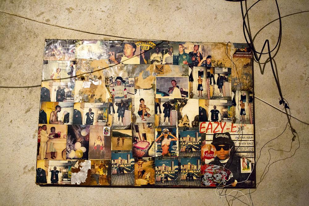 O painel de retratos feito pelo rapper que até hoje enfeita o barraco da família