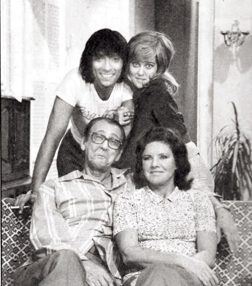 A grande família dos anos 70: em sentido horário, Paulo Araújo, Djenane Machado, Eloísa Mafalda e Brandão Filho
