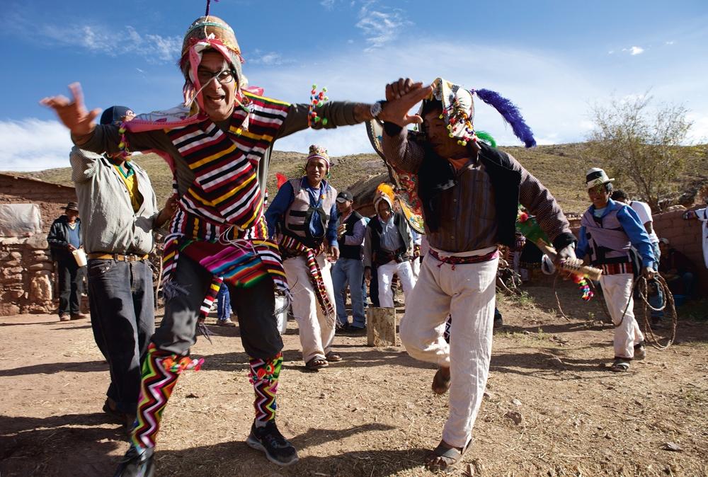 O repórter adere à moda colorex andina