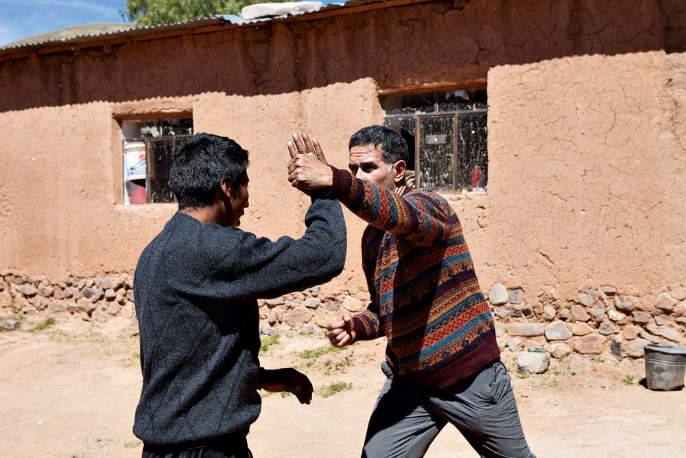 Arthur aprende movimentos de defesa com Jose Cruz