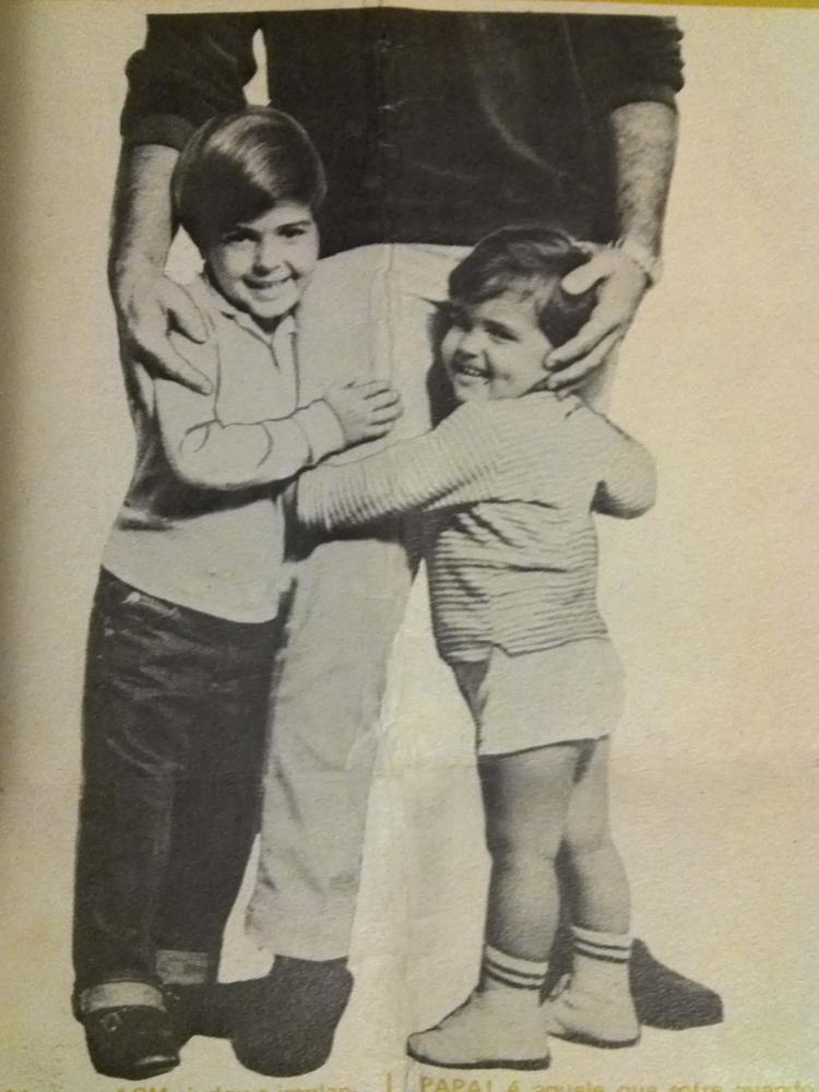 """""""As pernas roliças"""" do pequeno Marcelo (à dir.) em anúncio do Dia dos Pais"""