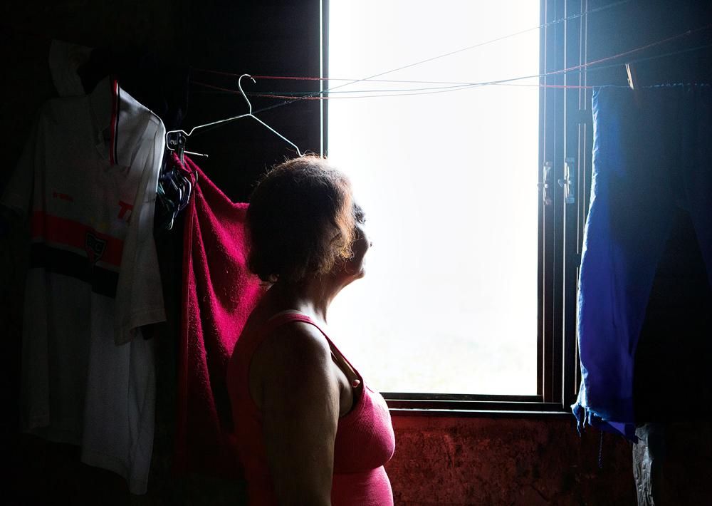 Dona Manuela em sua casa com vista privilegiada para a Vila Madalena