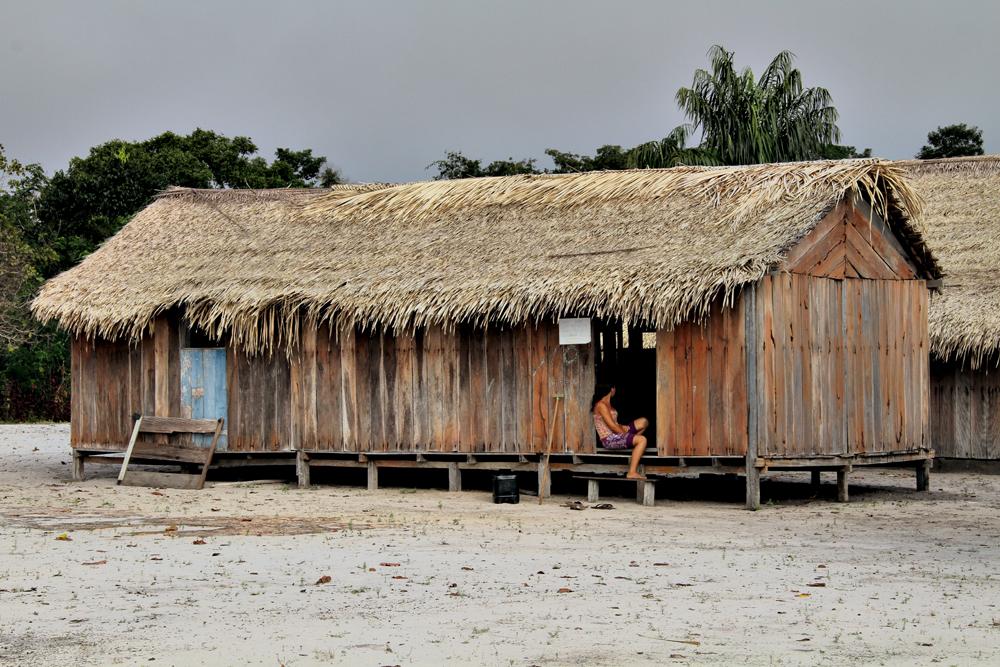 Comunidade à beira do rio Maró, localizada a dois dias de barco da cidade mais próxima