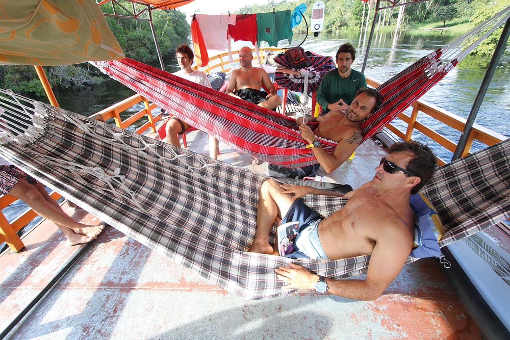Os amigos nas redes que serviram de cama durante a viagem