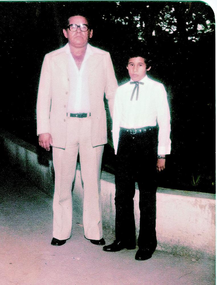"""Com o pai, aos 12 (""""Ele batia na minha mãe todo dia"""")"""