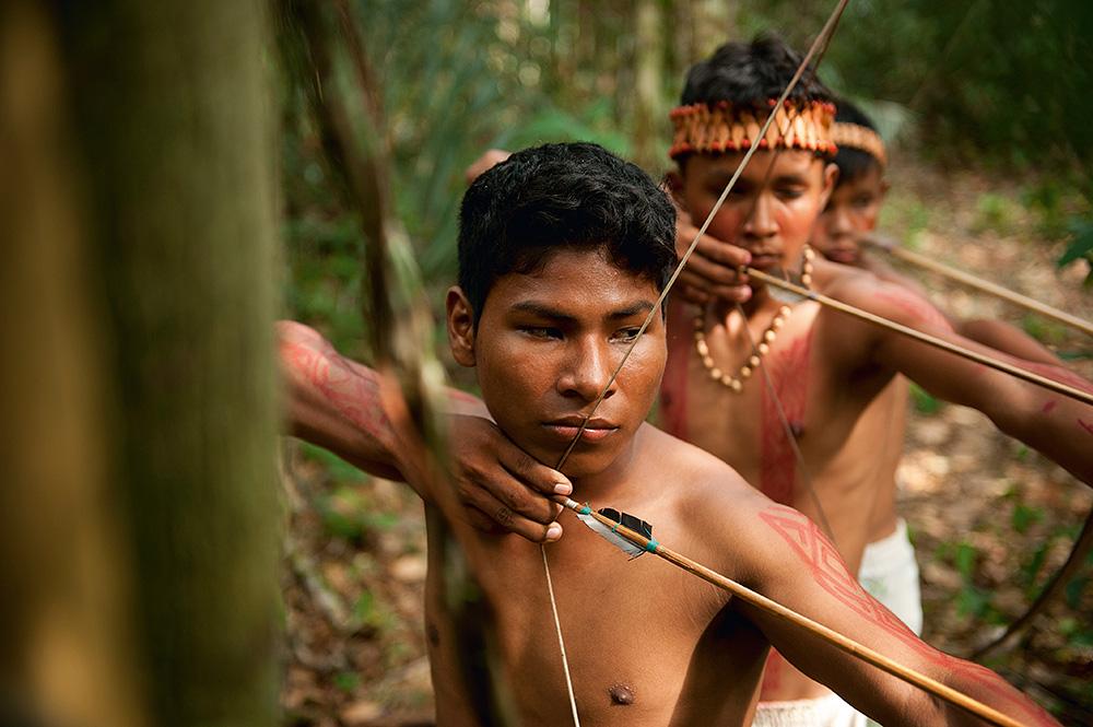 Wuanaiu e o grupo de cambebas que treina com os selecionáveis