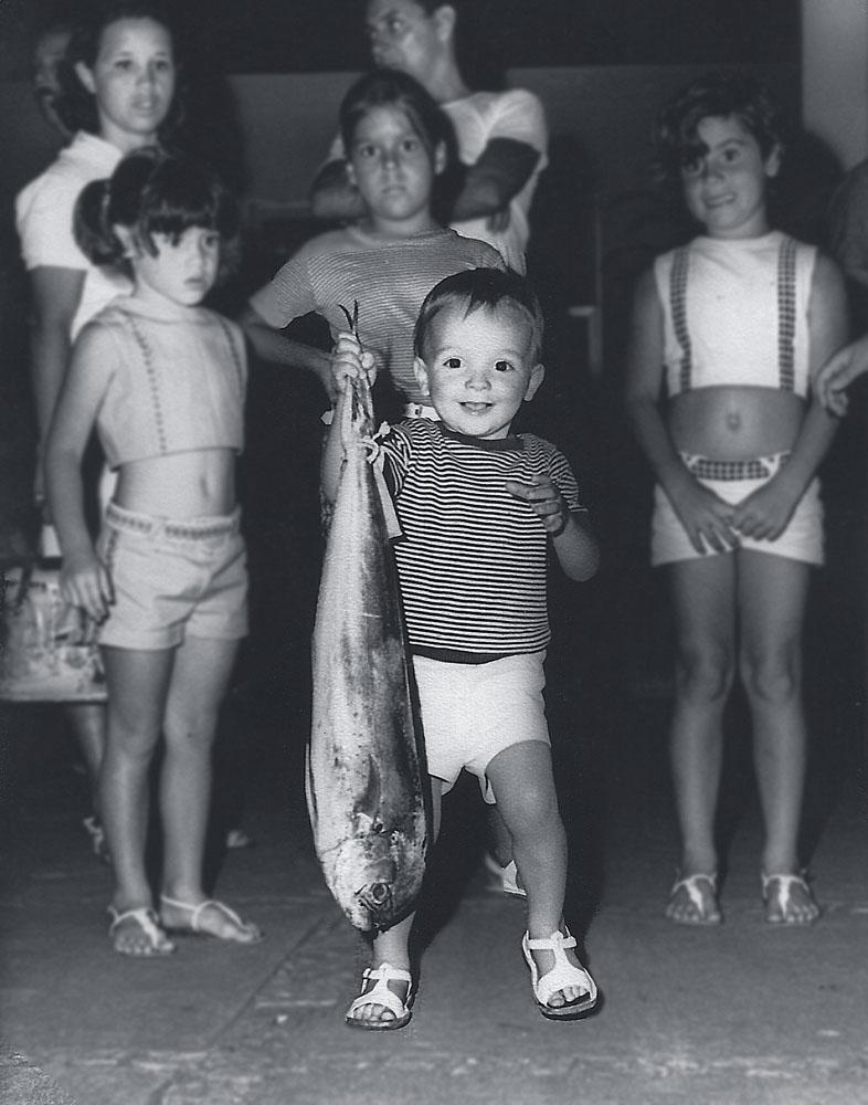 Marcelinho com um peixão