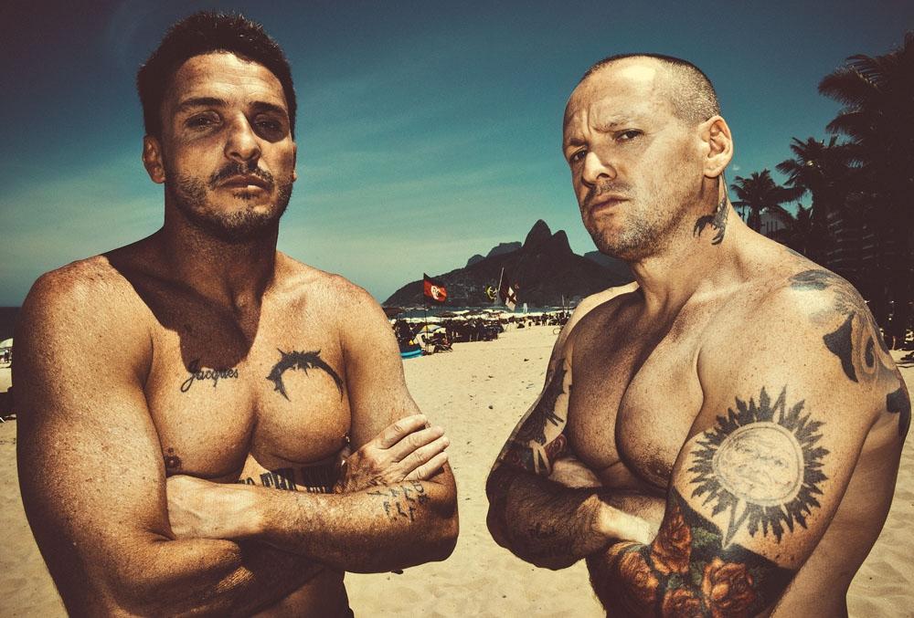 À esquerda, Marcelo Biju, big rider carioca, definição de um cara casca-grossa. À direita, jacques dequeker, fotógrafo gaúcho dos mais laureados do país.