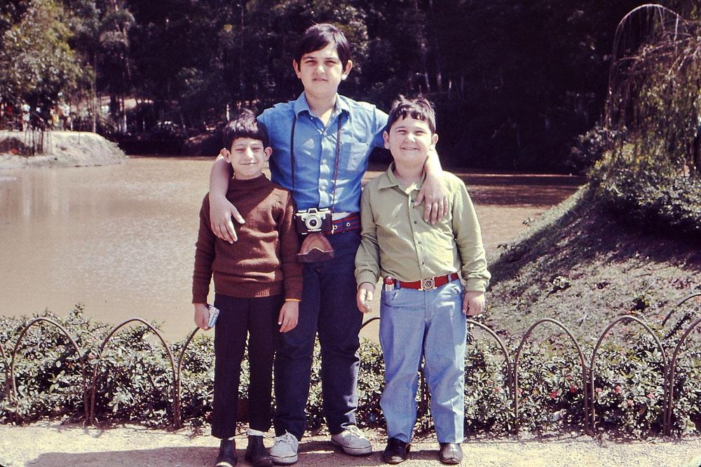 Com os irmãos mais novos, Marcelo e Cláudio