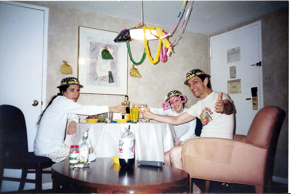 A família Miklos no réveillon de 2000, em Nova York