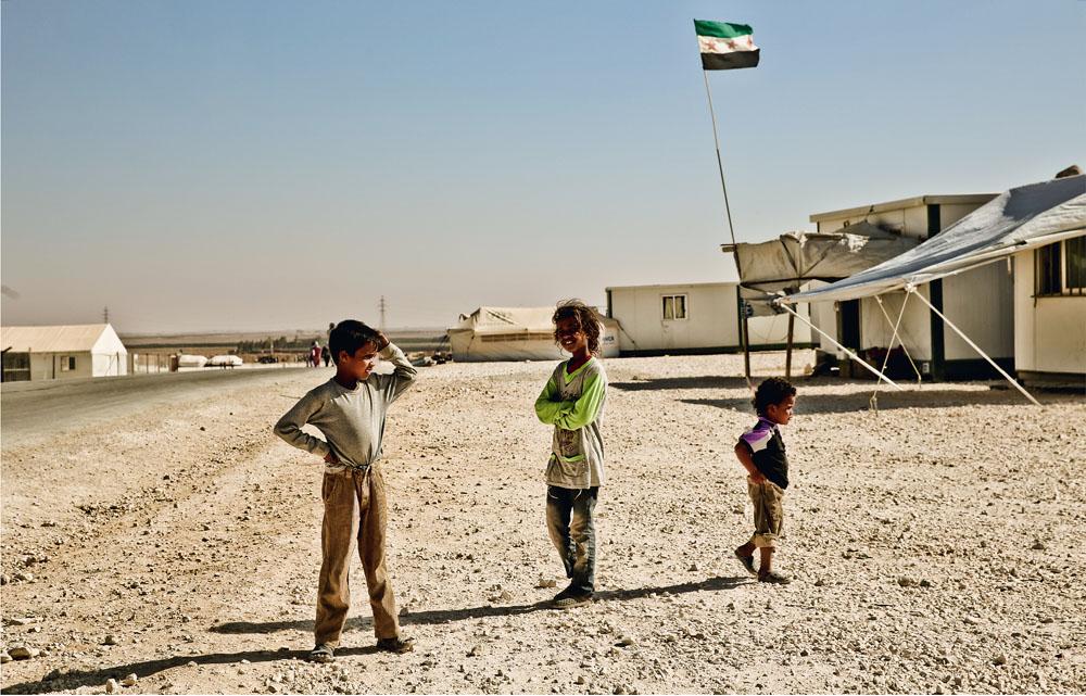 Crianças no campo de refugiados de Al Zaatari: a guerra civil na Síria isola habitantes e correspondentes