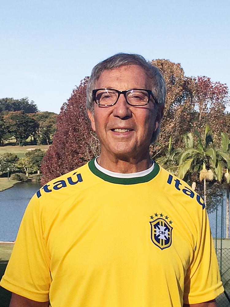 Interior Paulista/15h12: O empresário Abílio Diniz trabalha na manhã do dia do jogo, mas tira a parte da tarde para torcer com a esposa, Geyse Marchesi, e os filhos em sua fazenda