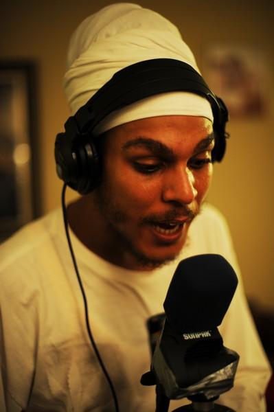 Dada grava novas músicas com a participação de artistas jamaicanos como Derajah (Inna Di Yard)  e Gideon ( David House) nos típicos estúdios improvisados