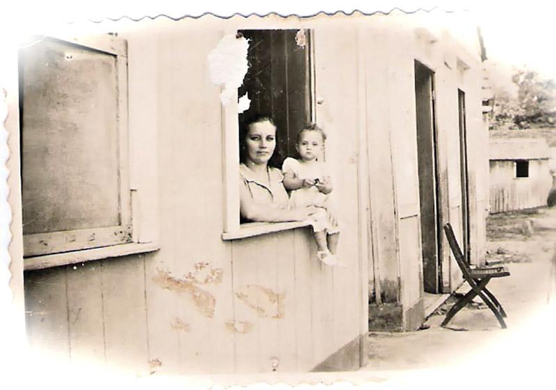 Glória com a tia Francisquinha vendo a vida passar em Rio Branco