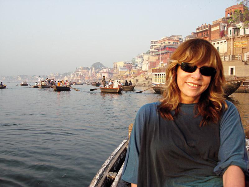 Fazendo pesquisa de campo para a novela 'Caminho das Índias', em Varanasi