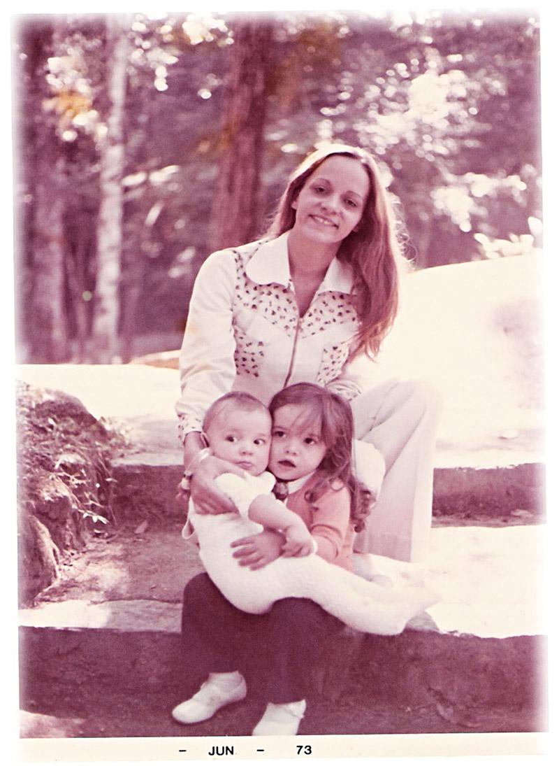 Glória com os filhos Daniella e Rodrigo, no Rio, começo dos anos 70