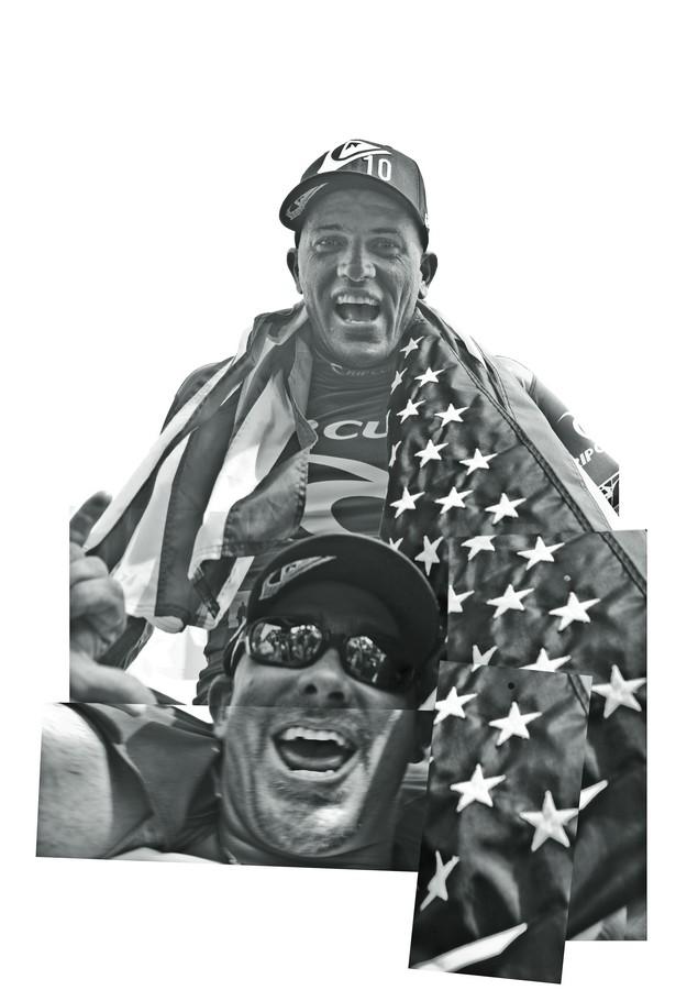 Com a bandeirinha de Porto Rico e enrolado na bandeirona americana, carregado pelo irmão Steven