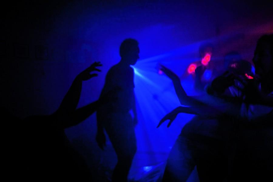 a discoteca preliminar para aquecer os corpos antes do curso grupal