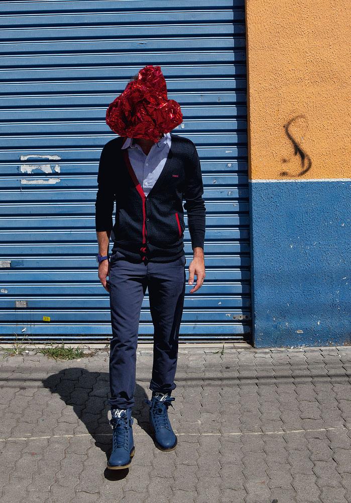 Cardigã Colcci R$ 343 / Camisa Billabong R$ 159,90 / Calça Lacoste or Cartel 011 R$ 299,99 / Coturno Coca-Cola Clothing R$ 640 / Relógio Nixon R$ 348