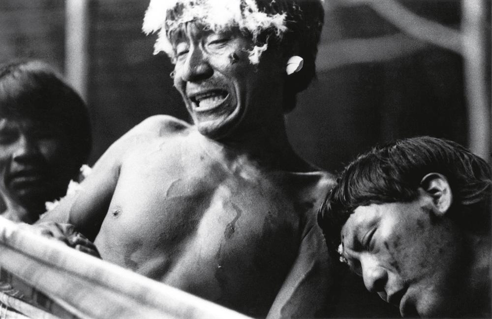Davi e Lourival em transe, durante uma sessão com uso do Yãkuãna