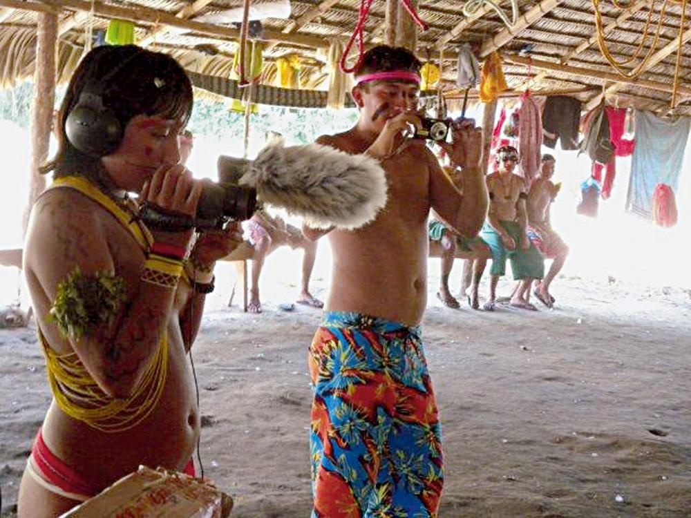 Dois dos filhos do Pajé durante o encontro de lideranças em sua aldeia