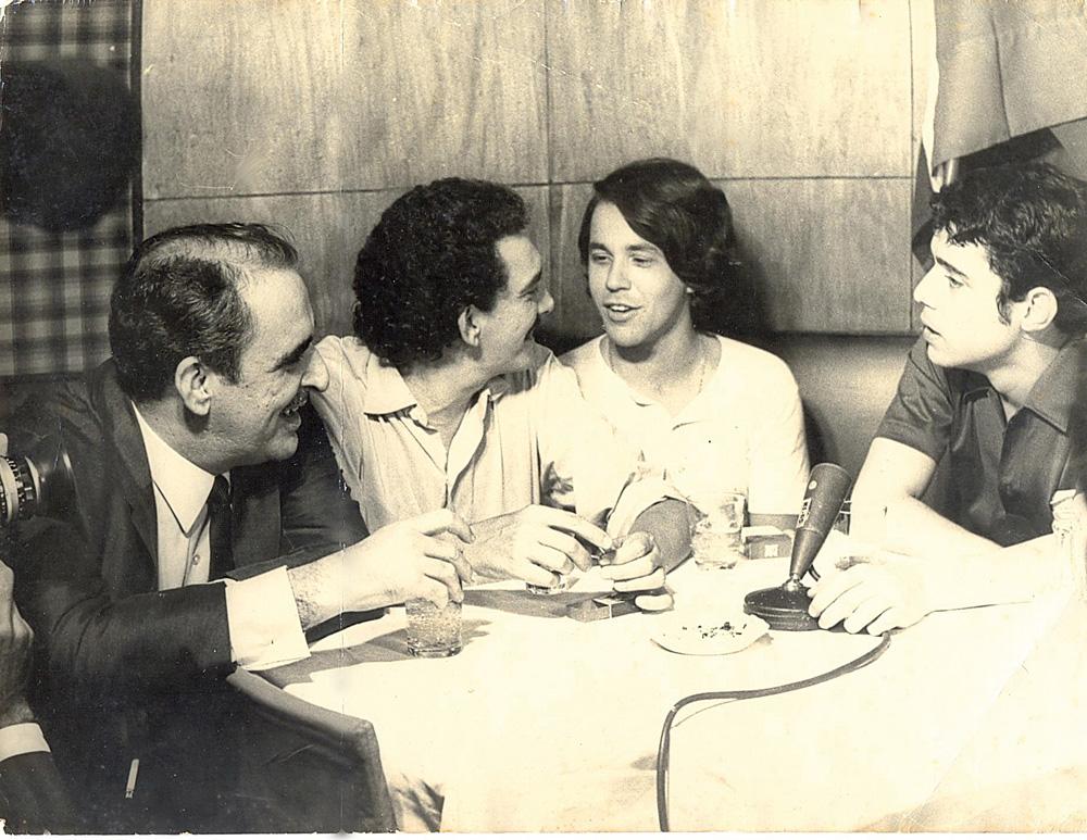 no lendário bar Antonio's, com Chico Buarque, Marcos Vasconcelos e Irineu Garcia