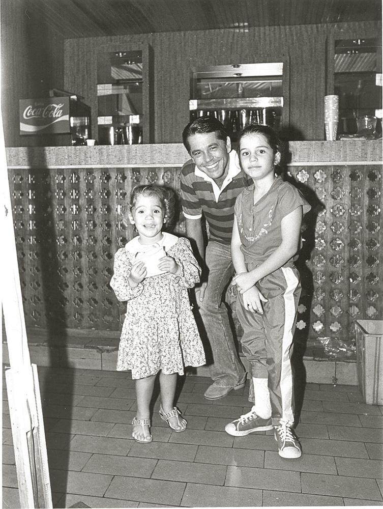 cinco anos depois, com as filhas do casal, Nina e Esperança