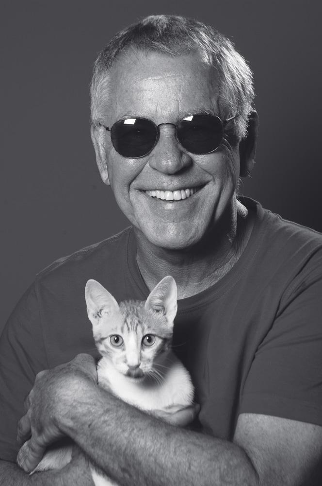 com o gato Max em foto atual