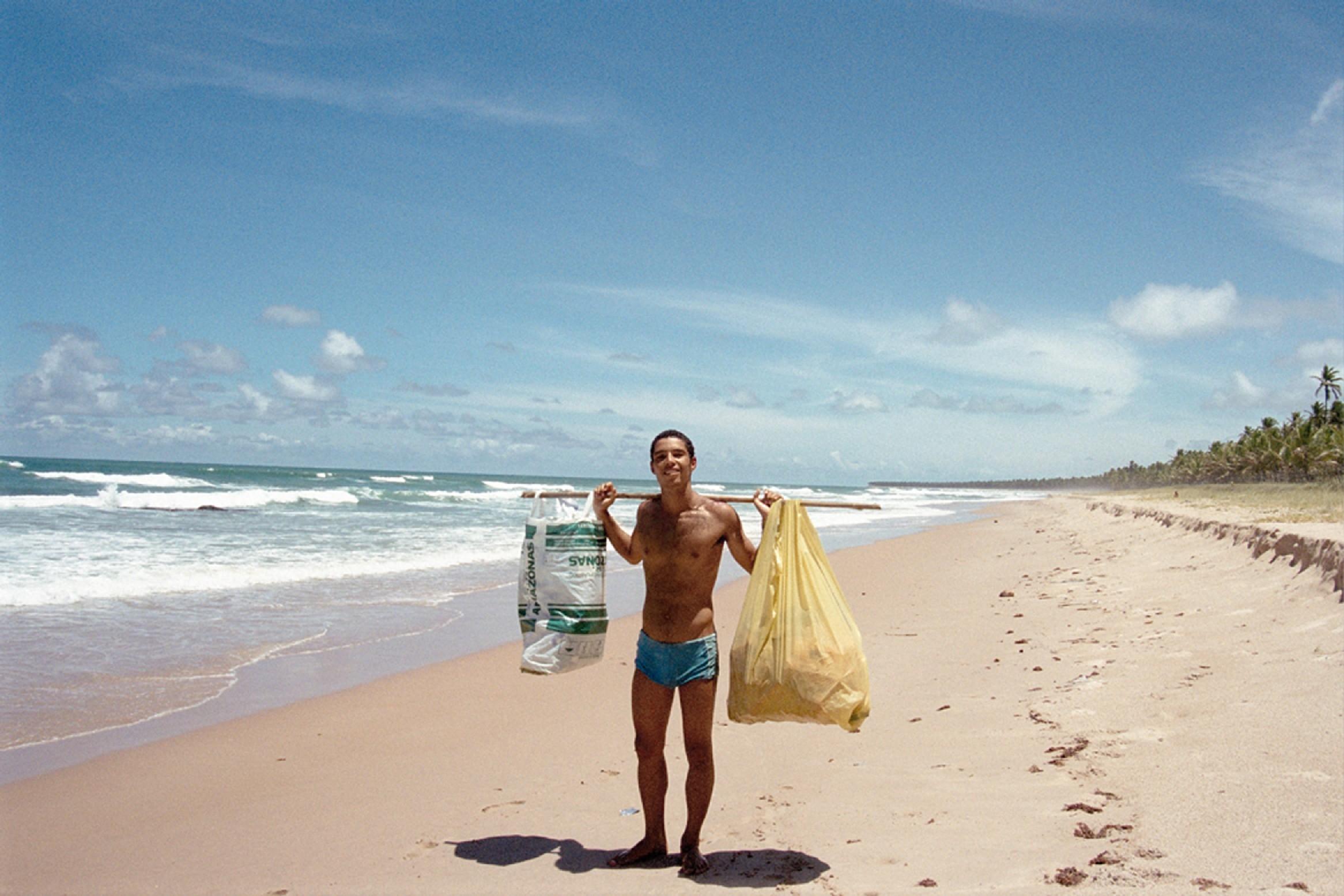 Fabiano Prado Barretto: Fotógrafo e surfista, 40 anos - Fundador da Global Garbage, ONG empenhada em manter limpas as praias brasileiras