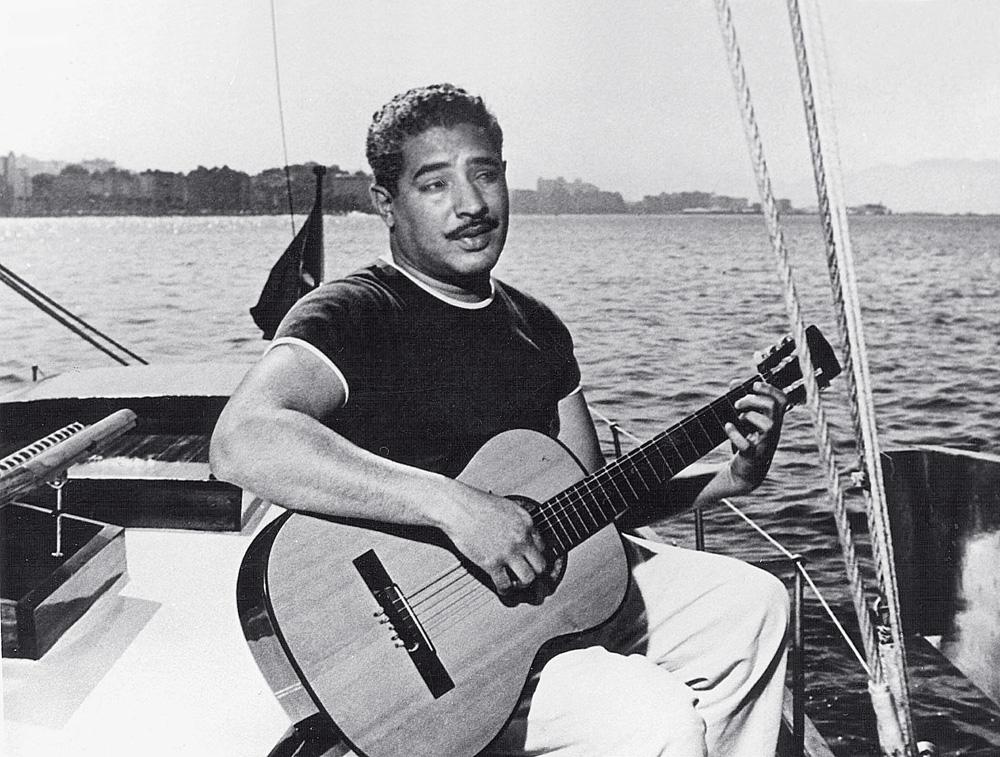 """Dorival Caymmi, criador das """"canções praieiras"""": na beira do mar é que encontramos  o rumo"""
