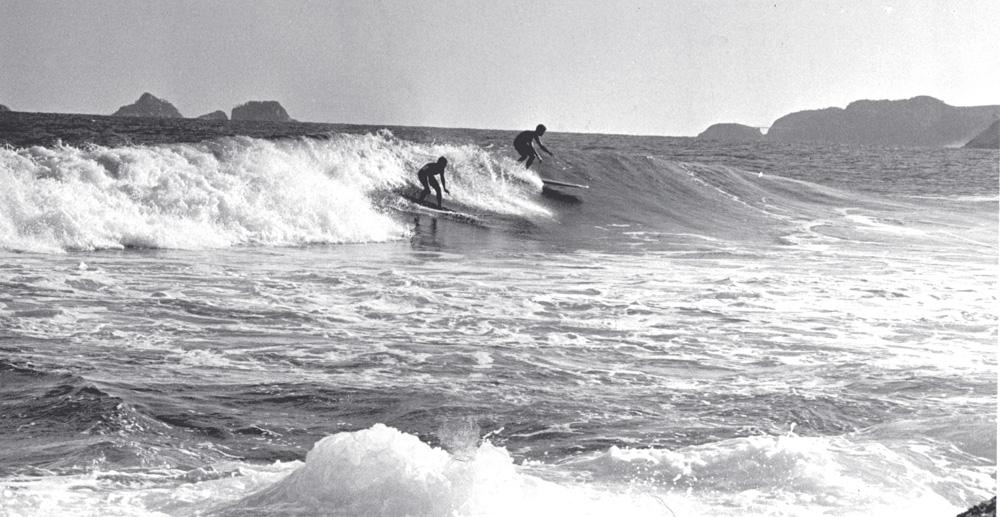 Dupla desce onda no Arpoador em 1965