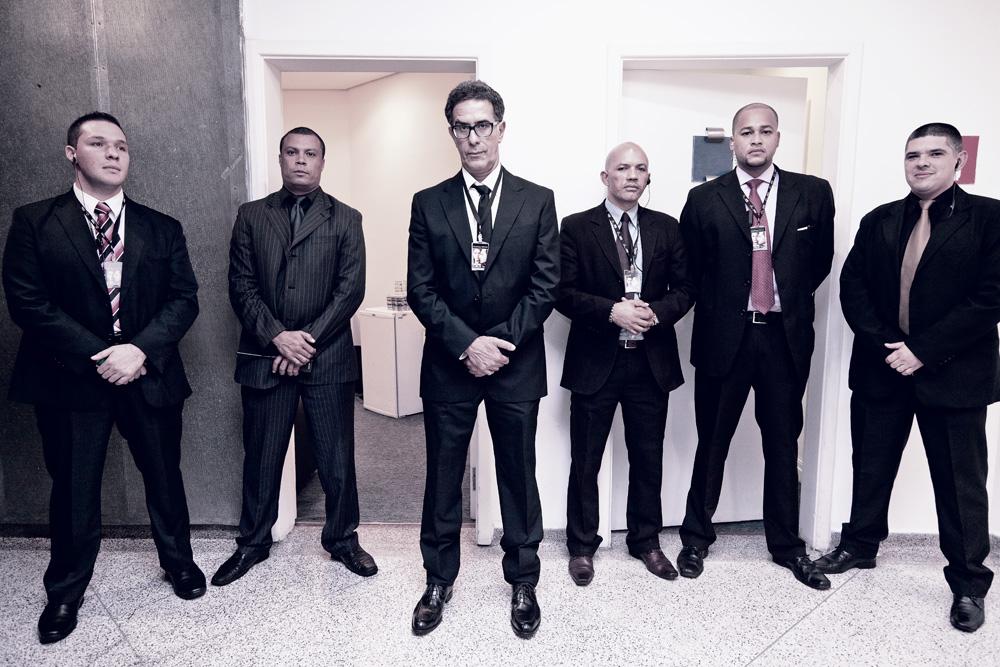 Nosso repórter excepcional entre os Homens de Preto da dupla: da esquerda para a direita, Rafael Krewer, Alex Sandro Santos, Sebastião Sampaio, Arley Silva e Weder Godoi
