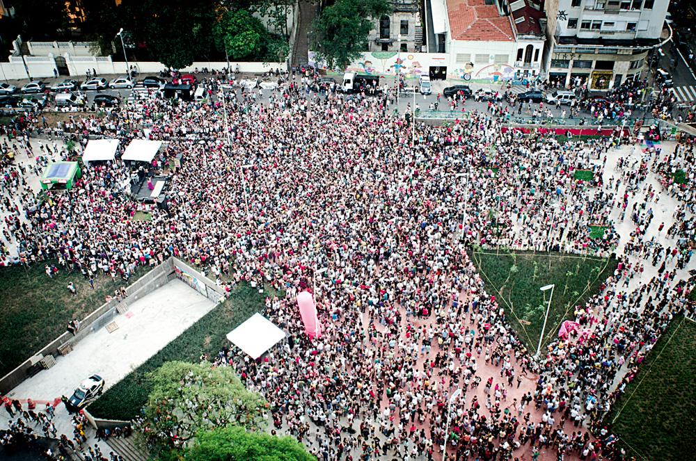 """O festival """"Existe Amor em SP"""", na praça Roosevelt"""